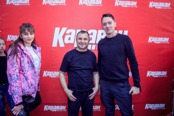 Фотоотчет автограф-сессия Виктора Павлика в ТРЦ «Караван» Днепр