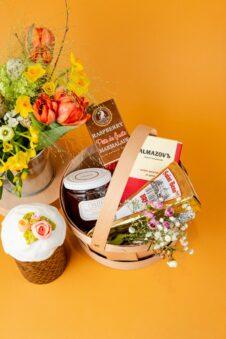 Подарунки до Великодня від Collaba. Сир та вино