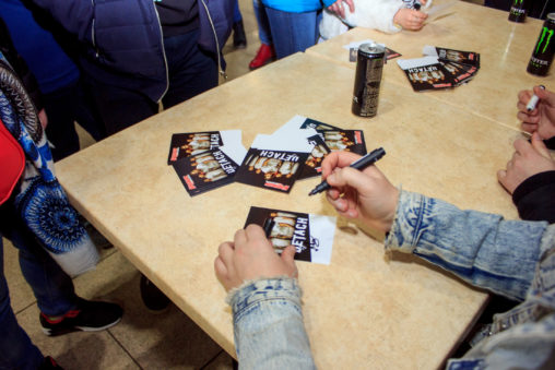 Фотоотчет автограф-сессии группы Detach